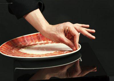 plato de jamón cortado a cuchillo